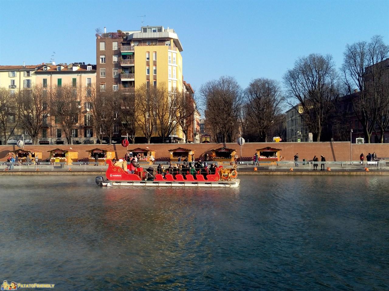 [cml_media_alt id='9034']La barca/slitta di Babbo Natale al Darsena Christmas Village Milano[/cml_media_alt]