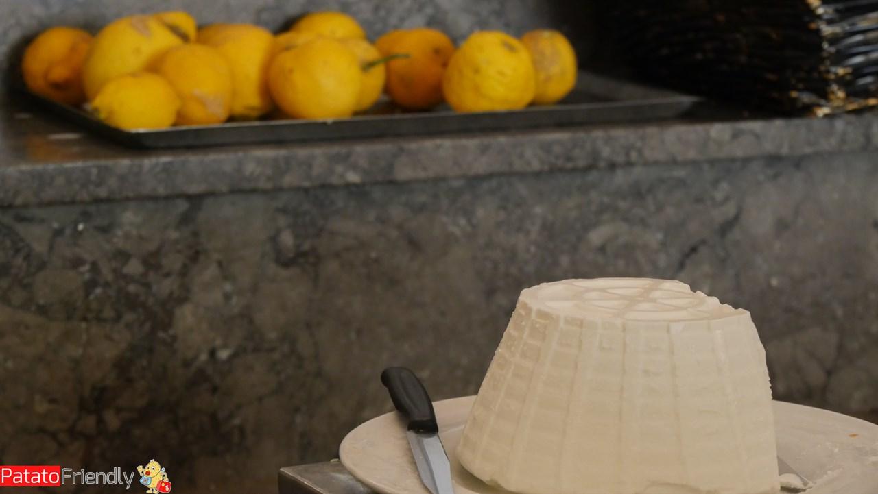 Cosa Mangiare a Palermo - Il panino con la milza e la ricotta