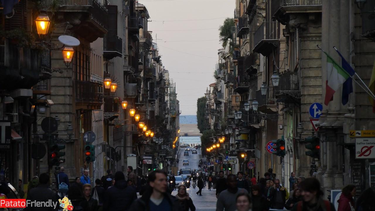 Cosa vedere a Palermo - Via Vittorio Emanuele all'imbrunire