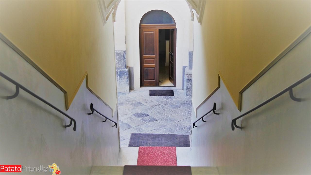 [cml_media_alt id='10598']Dimora De Mauro a Catania - La scalinata che conduce in terrazza[/cml_media_alt]