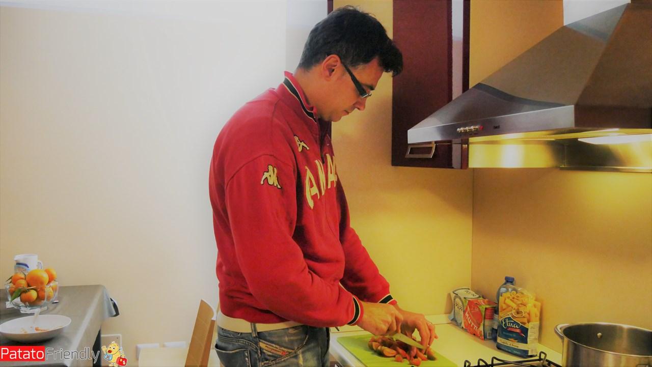 [cml_media_alt id='10600']Dimora De Mauro a Catania - Roberto in cucina[/cml_media_alt]