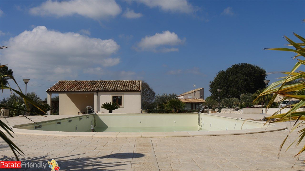 [cml_media_alt id='10648']Artemisia Resort - Ragusa - La piscina[/cml_media_alt]
