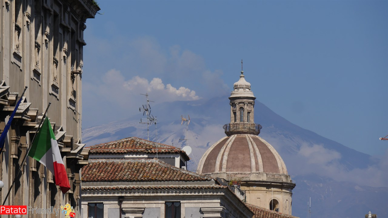 [cml_media_alt id='10586']L'Etna visto dall'omonima via in centro a Catania[/cml_media_alt]
