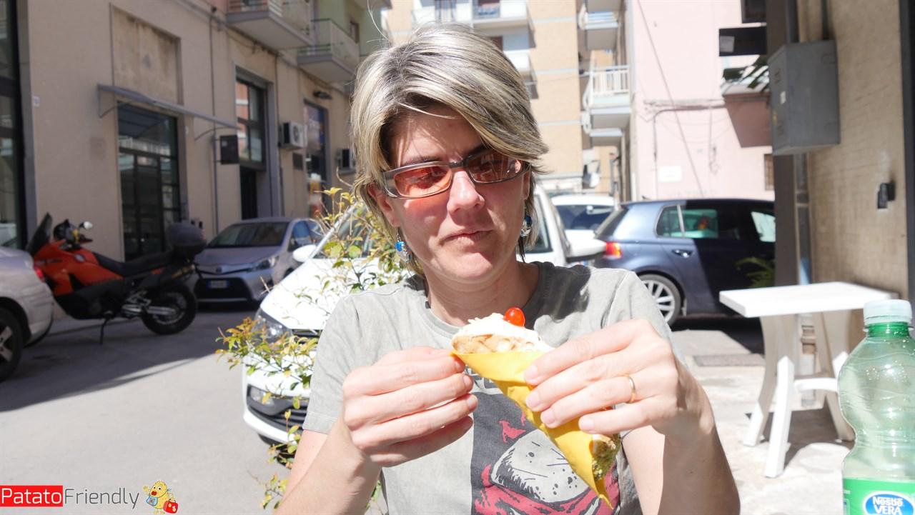[cml_media_alt id='10570']Pasticceria Alfio Neri Siracusa - Francesca alle prese con la Cannolo Terapia[/cml_media_alt]