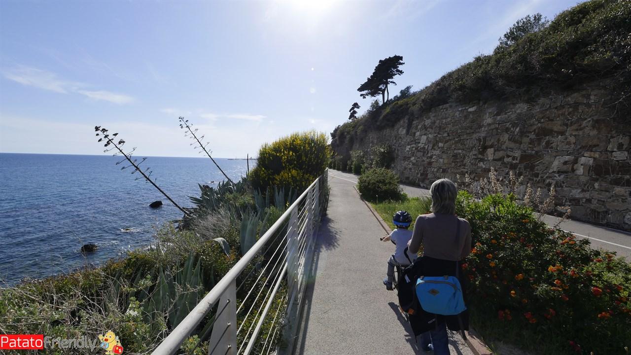 San Lorenzo al Mare con la pista ciclabile che arriva fino a Sanremo