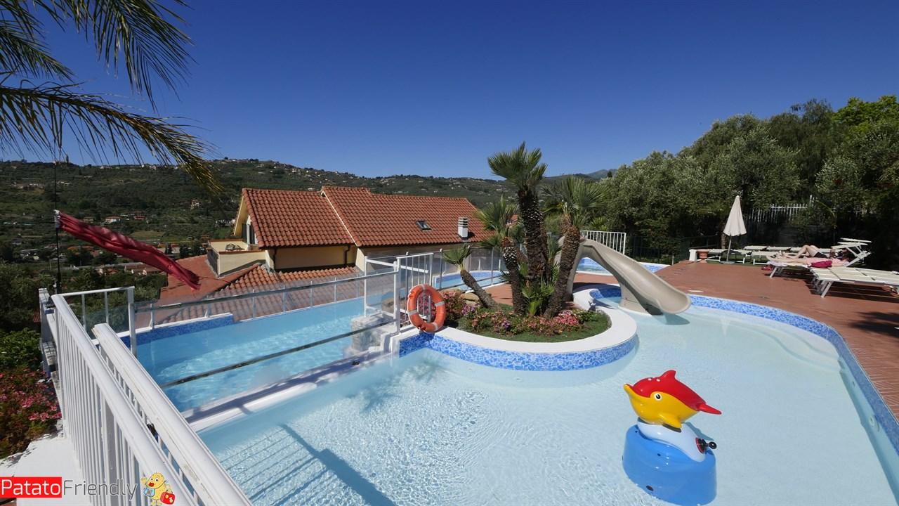 Villa Giada Resort Imperia - La piscina delle Cascate dedicata ai più piccoli