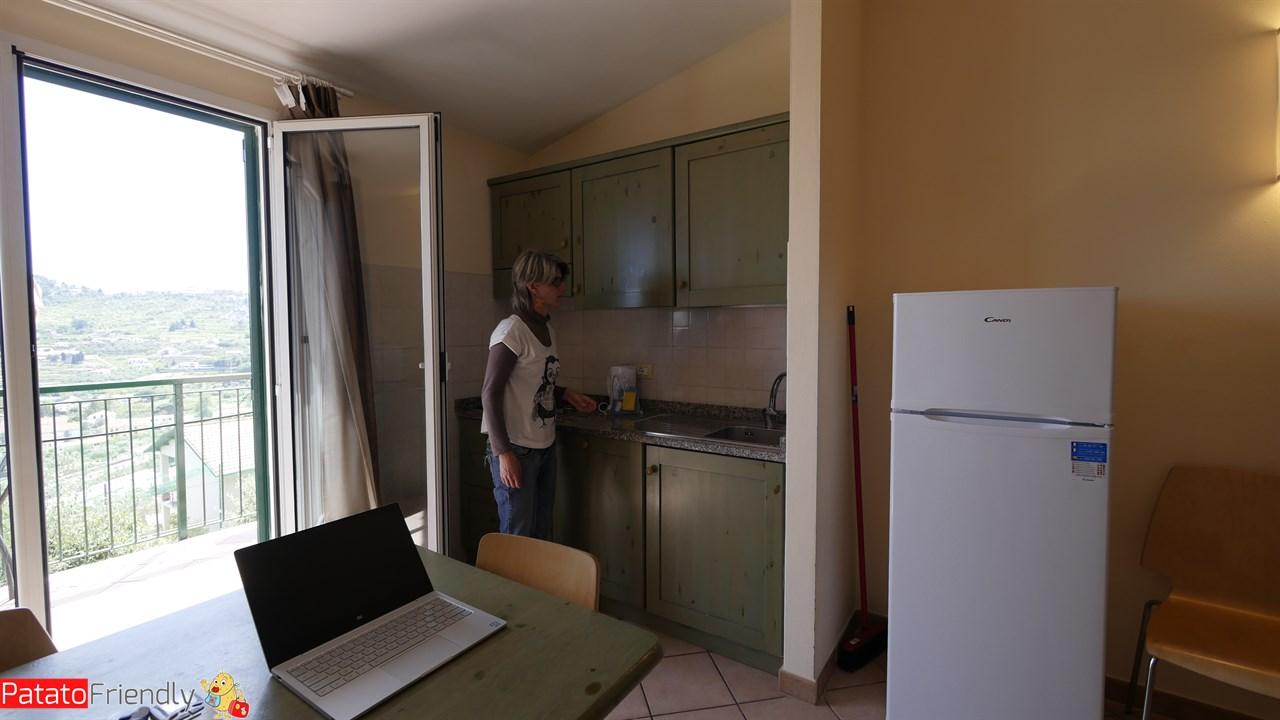 Villa Giada Resort Imperia - L'angolo cucina attrezzato con lavastoviglie