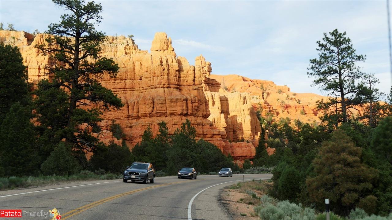 Il nostro viaggio in camper in USA - Le montagne rosse che contornano il Bryce Canyon