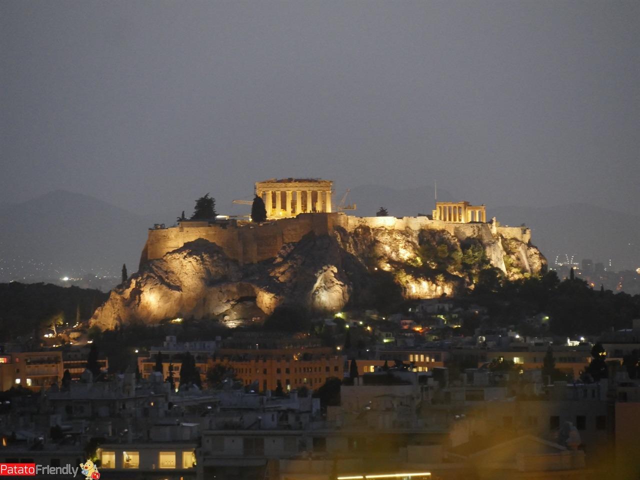 Dove dormire a Atene - Spettacolare la vista notturna dal Galaxy bar