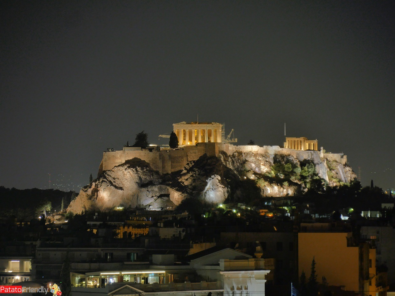 [cml_media_alt id='12284']Foto in notturna dell'Acropoli di Atene realizzata con zoom massimo e senza treppiede[/cml_media_alt]