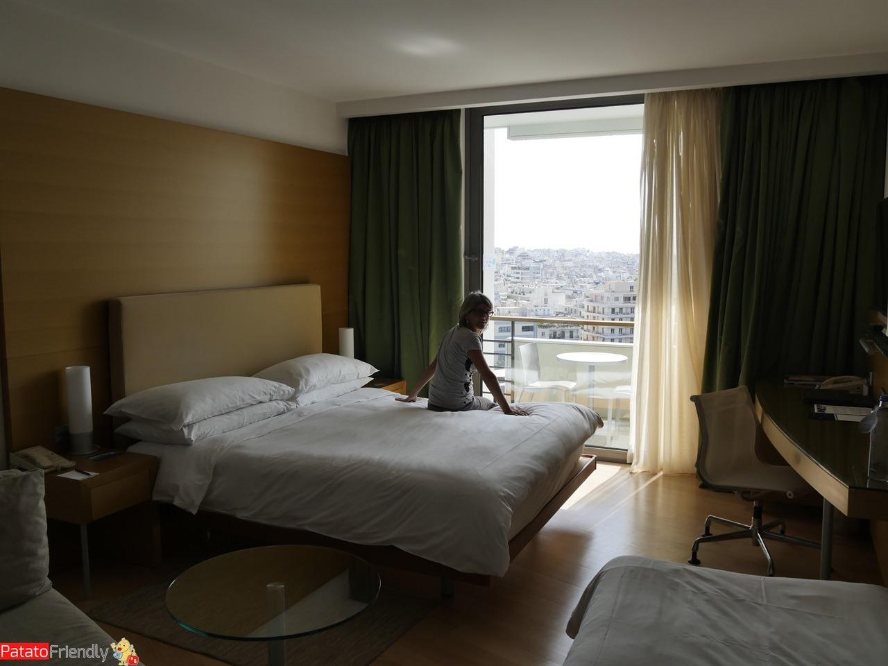 Dove dormire a Atene - L'Hotel Hilton Honor - La nostra camera spaziosa al 10° piano con vista sull'Aropoli