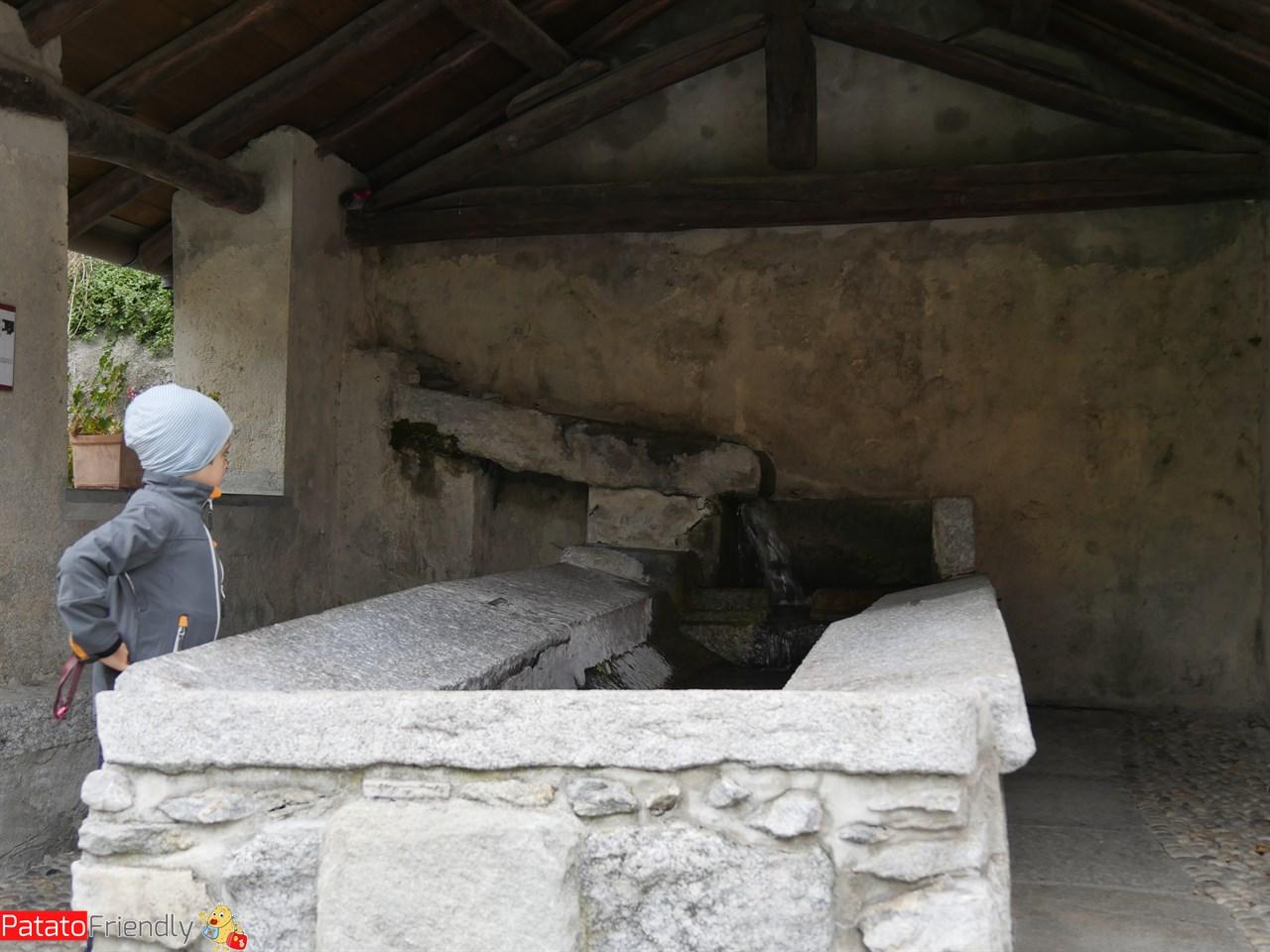 [cml_media_alt id='12479']L'antico borgo di Rezzago[/cml_media_alt]