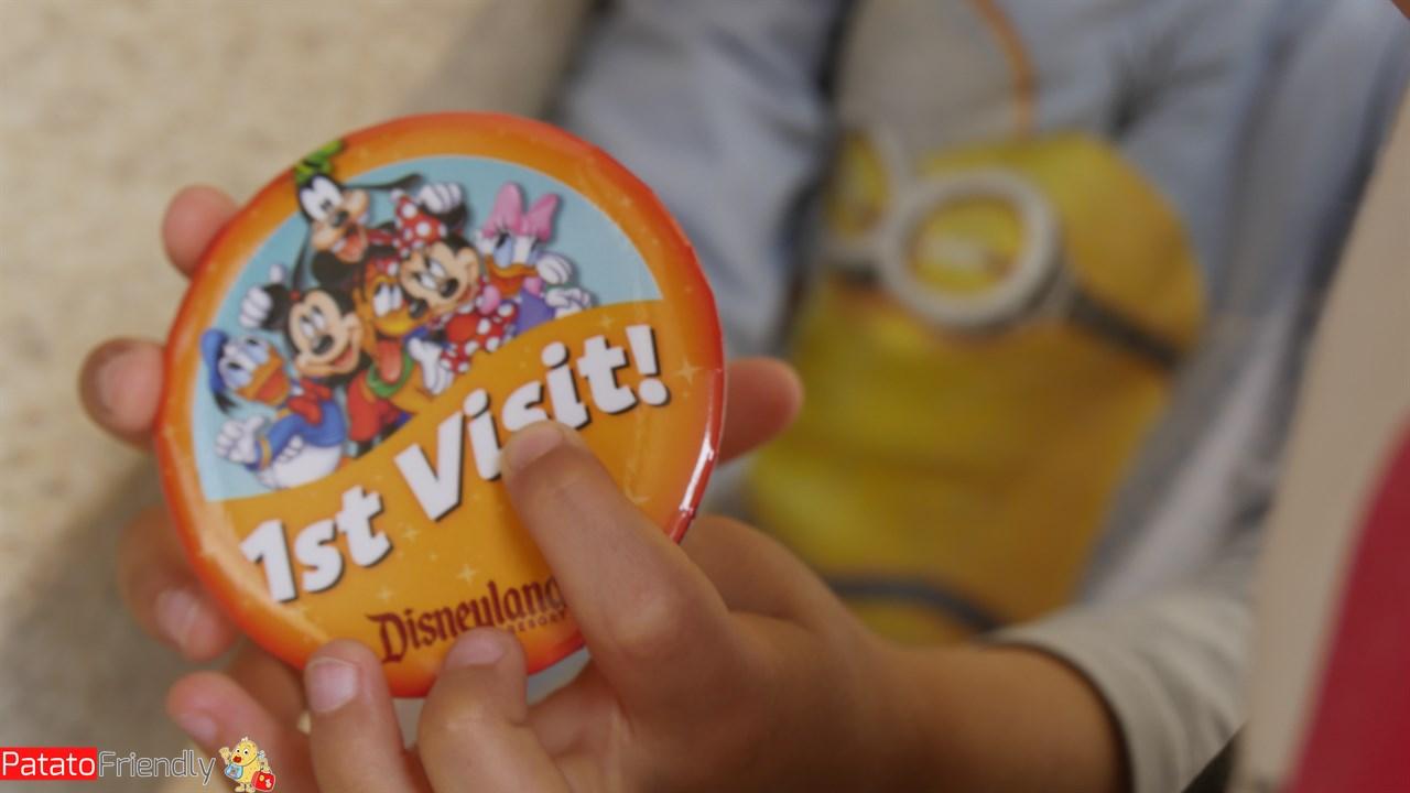 [cml_media_alt id='12832']La spilletta della prima visita a Disneyland California[/cml_media_alt]