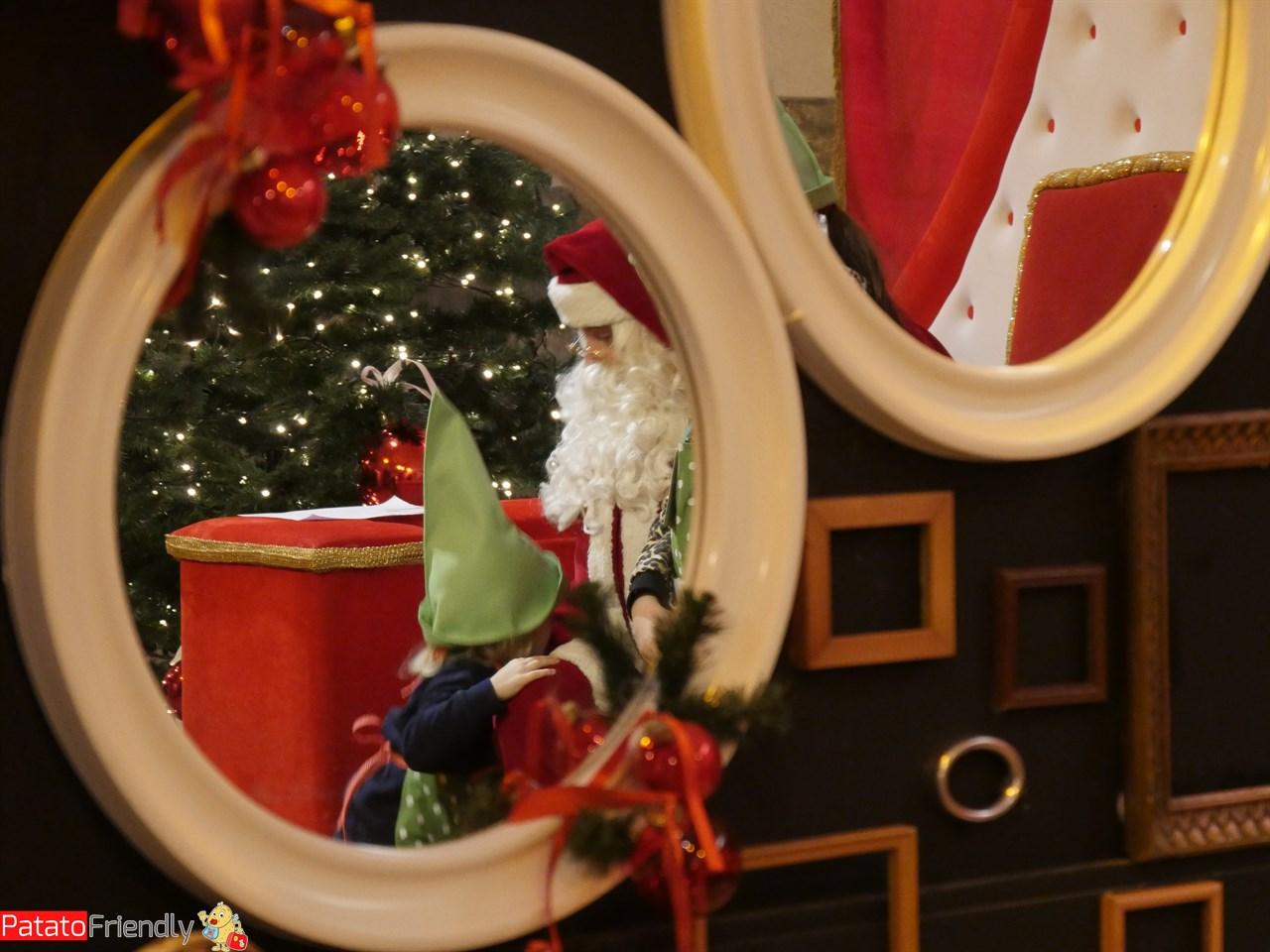 Babbo NatBabbo Natale incontra gli apprendisti Elfi