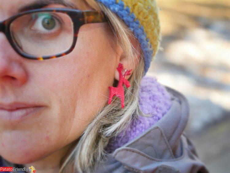 Francesca con orecchino natalizio