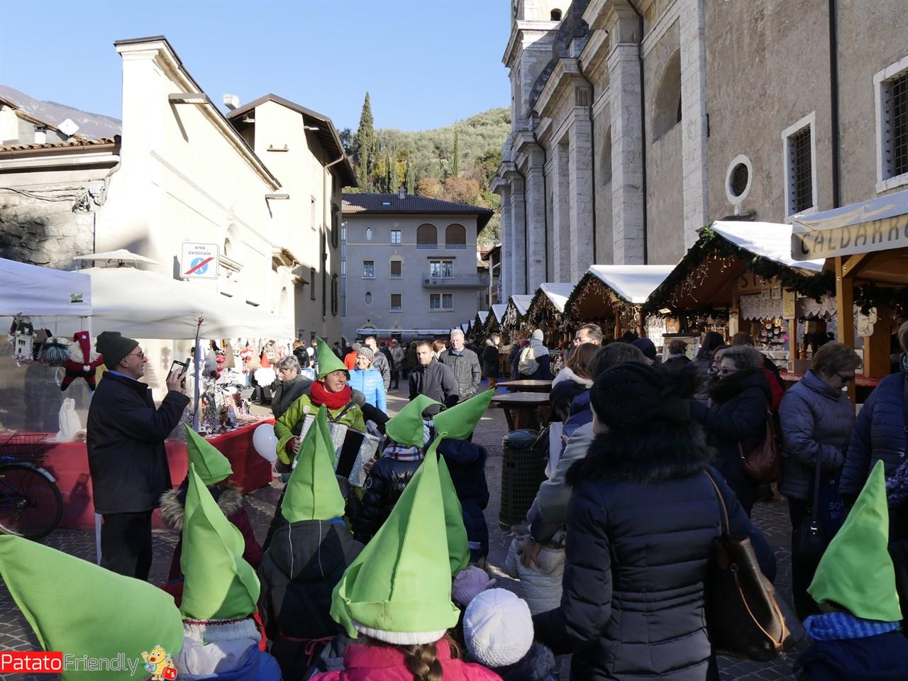 [cml_media_alt id='13049']I bambini dell'Accademia degli Elfi in giro per Arco[/cml_media_alt]