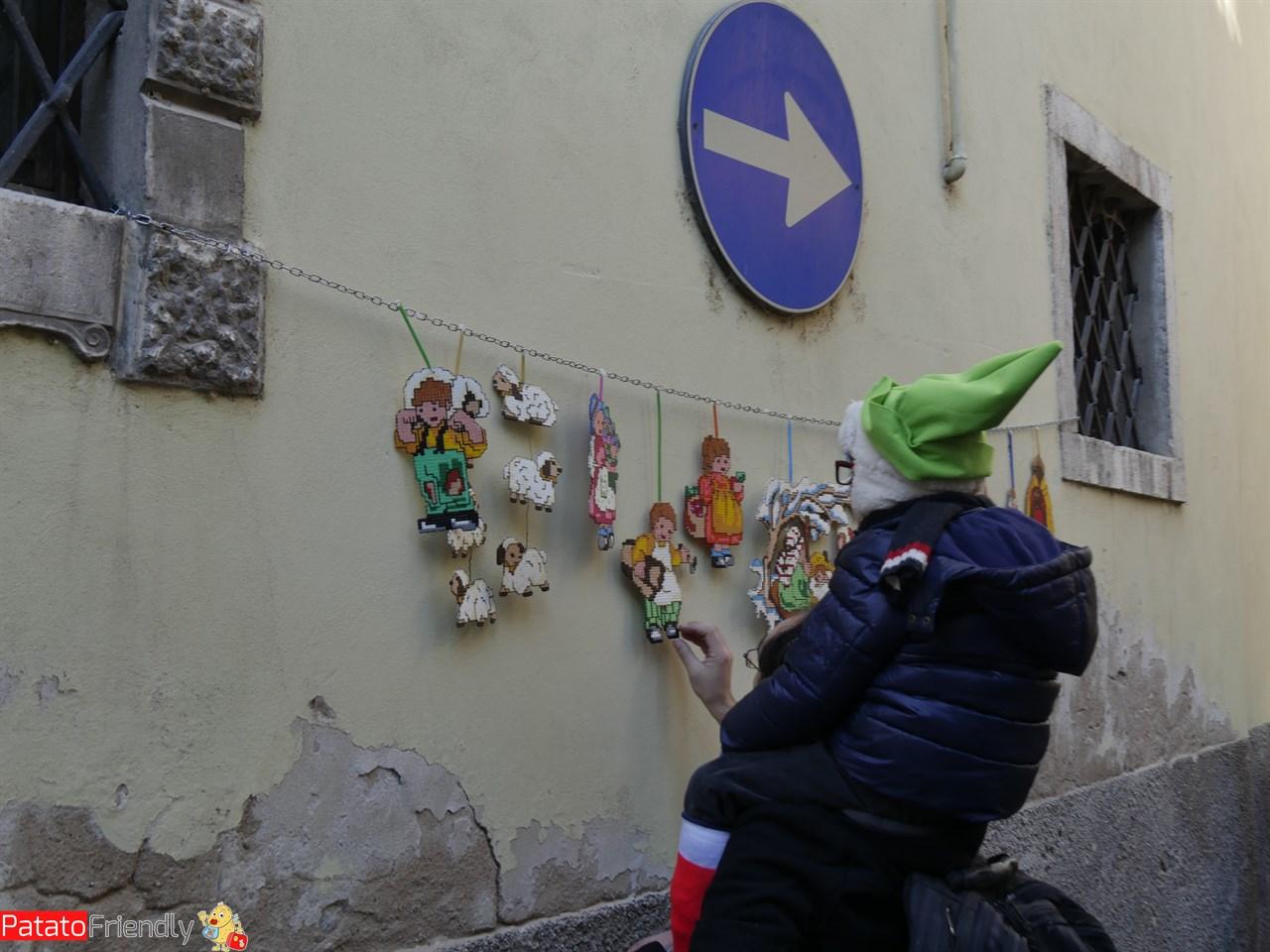 Piccoli elfi dell'Accademia di Riva stanchi