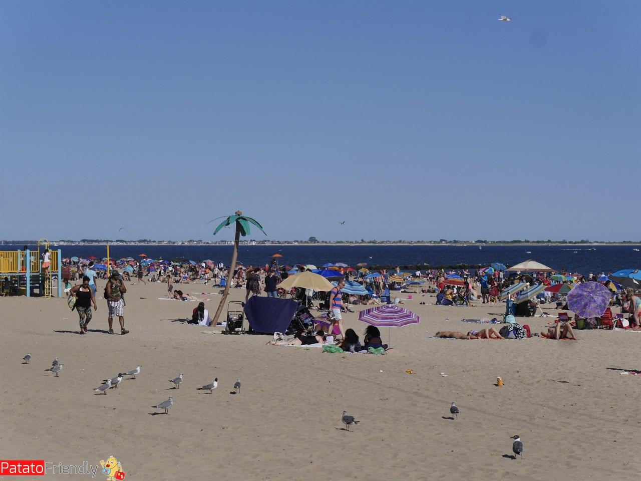 La spiaggia di Coney Island coi bambini
