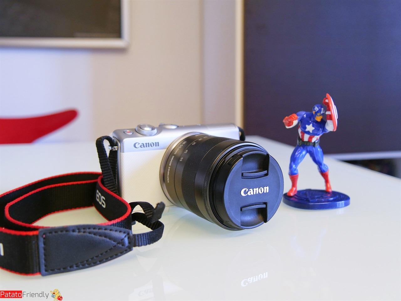 Recensione Canon EOS M100 - Dimensioni