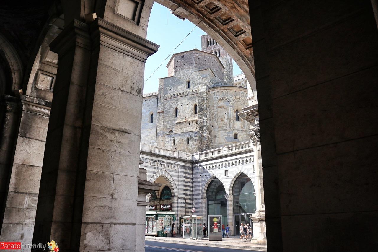 [cml_media_alt id='14557']Genova con un bambino - la Cattedrale[/cml_media_alt]