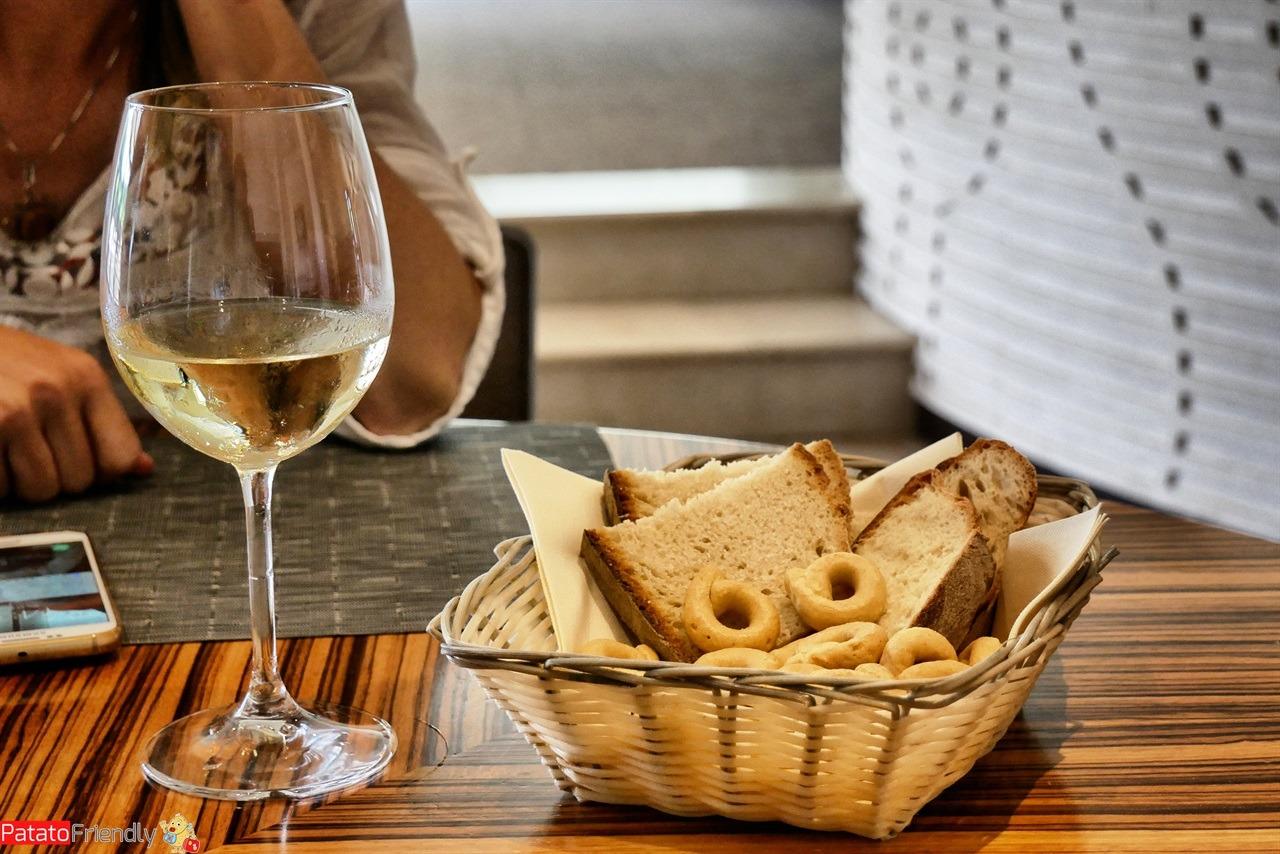Taralli e vino bianco, anche questo è Puglia!