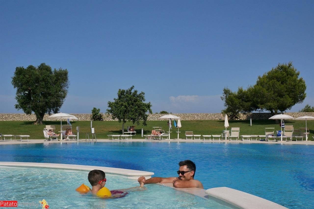 Una delle due piscine del Resort Acaya