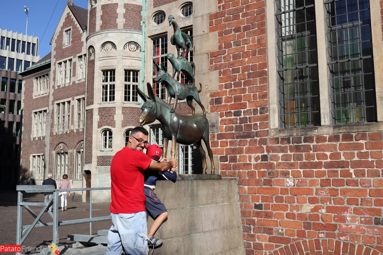 [cml_media_alt id='14687']La statua dei Musicanti di Brema - Germania coi bambini[/cml_media_alt]