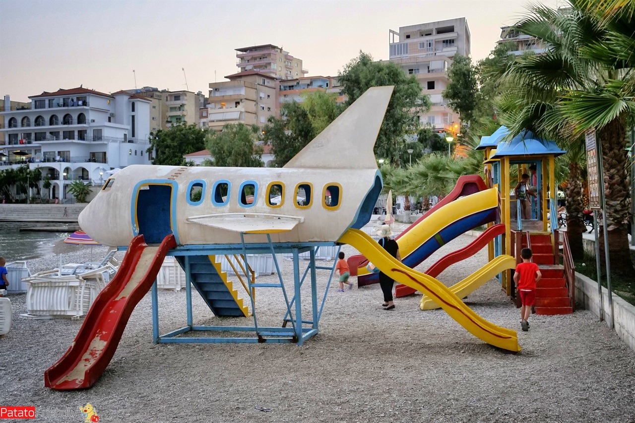 [cml_media_alt id='15756']Saranda coi bambini - parco giochi vicino al porto della Città Bianca - Albania[/cml_media_alt]