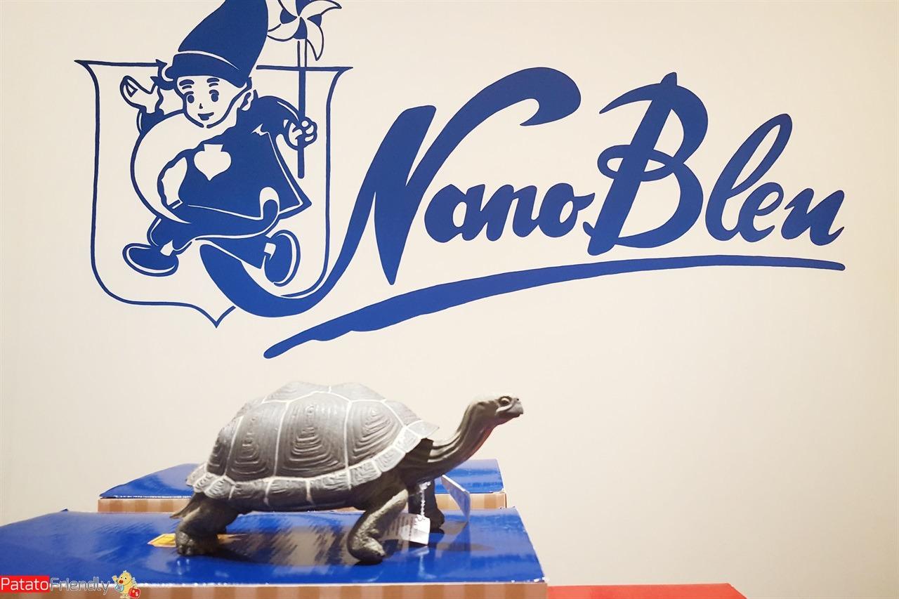 [cml_media_alt id='15975']Nano Bleu - la storica insegna di questo negozio di giocattoli in centro a Milano[/cml_media_alt]