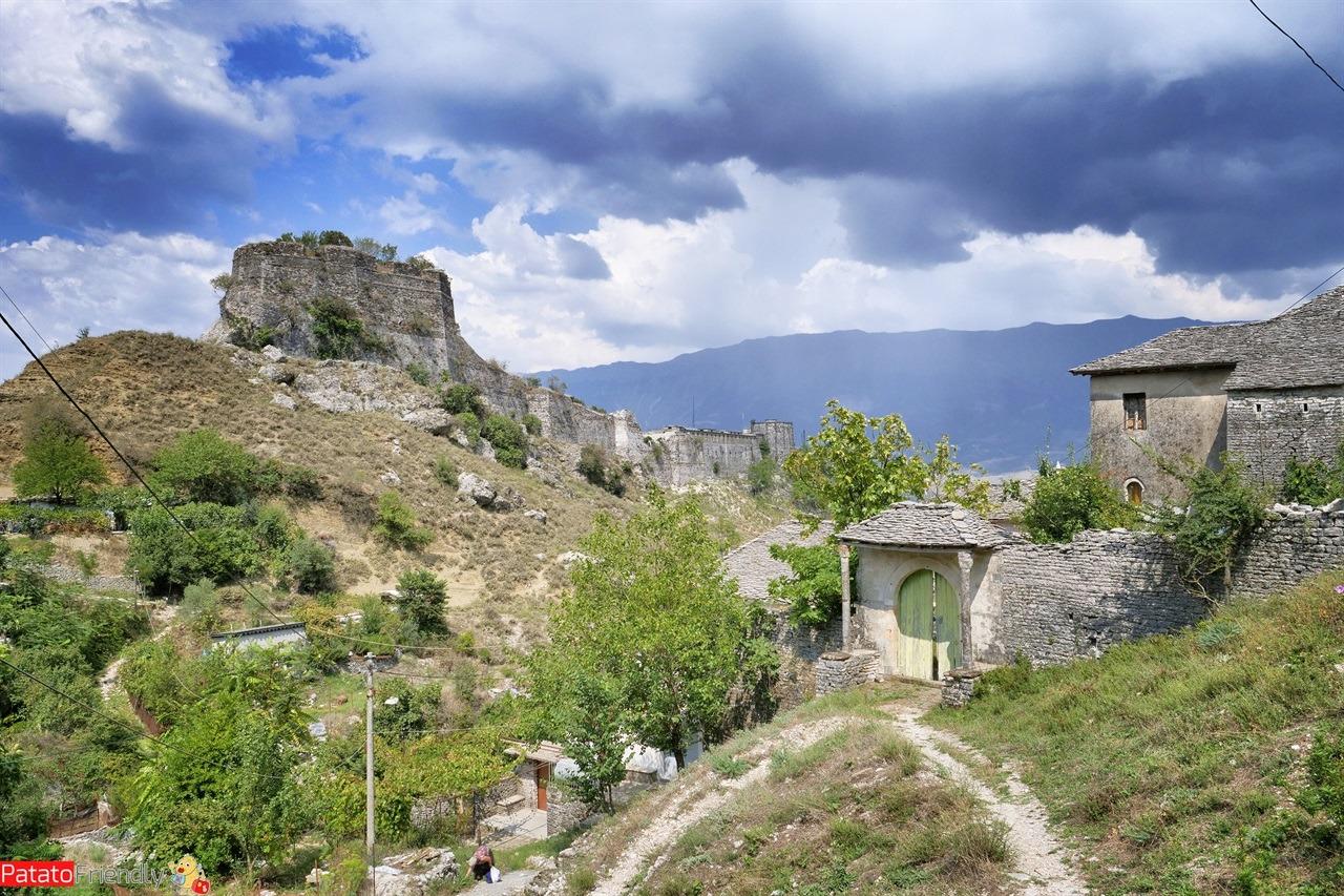 [cml_media_alt id='16026']Cosa vedere a Gjirokastra - il castello di Argirocastro[/cml_media_alt]