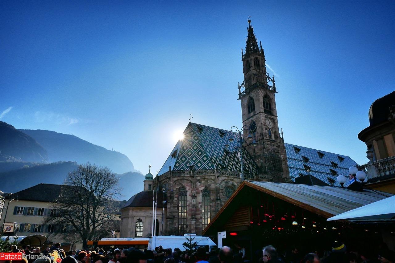 [cml_media_alt id='16243']Mercatini di Natale originali dell'Alto Adige - mercatini di Bolzano con la Cattedrale sullo sfondo[/cml_media_alt]