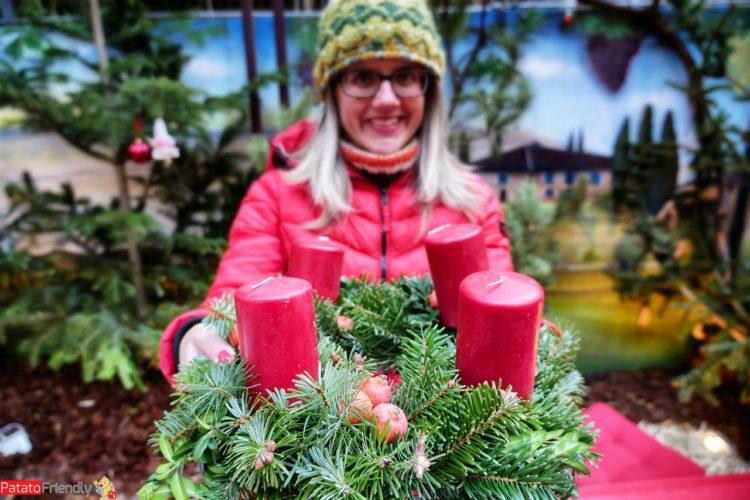 I laboratori ai mercatini natalizi altoatesini - la corona dell'Avvento dell'Alto Adige