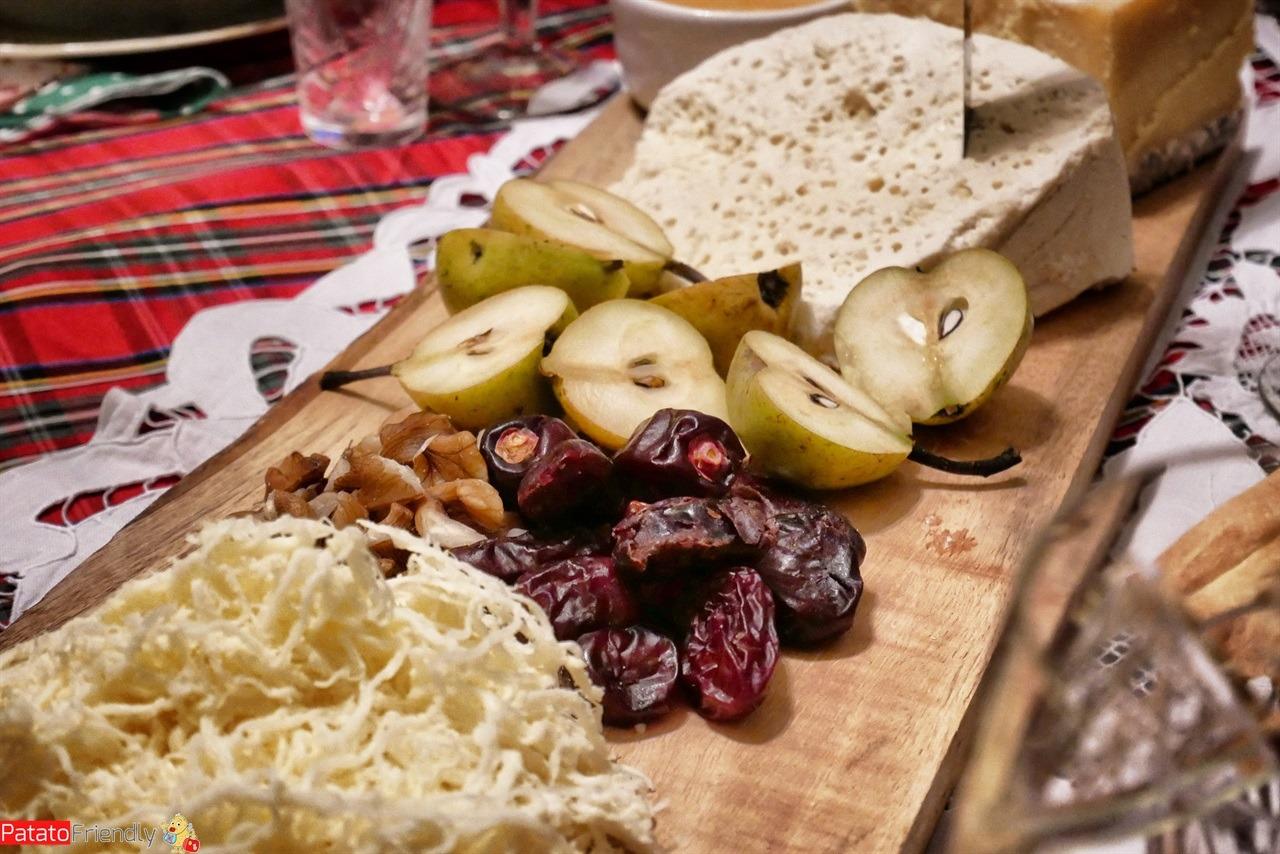 [cml_media_alt id='16466']Cosa mangiare in Georgia - specialità tipiche georgiane - i formaggi della Georgia[/cml_media_alt]