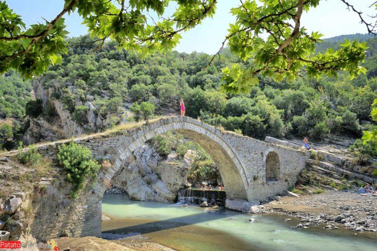 Le terme Benje di Permet in Albania il ponte ottomano