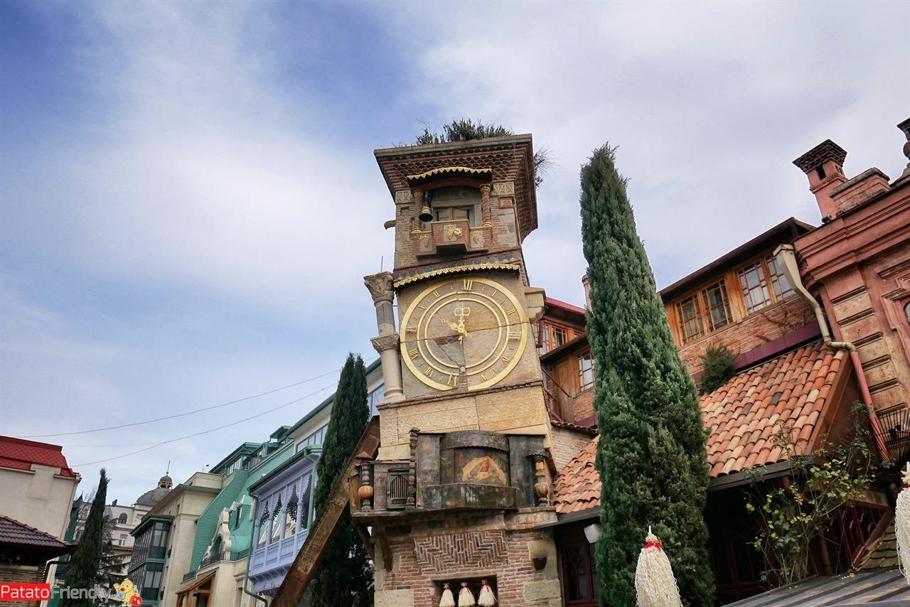 [cml_media_alt id='16535']La torre dell'orologio con lo spettacolo delle marionette a Tbilisi[/cml_media_alt]