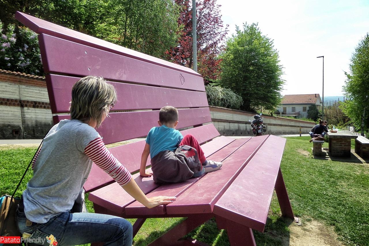 La panchina gigante di Monforte d'Alba una delle panchine giganti delle Langhe