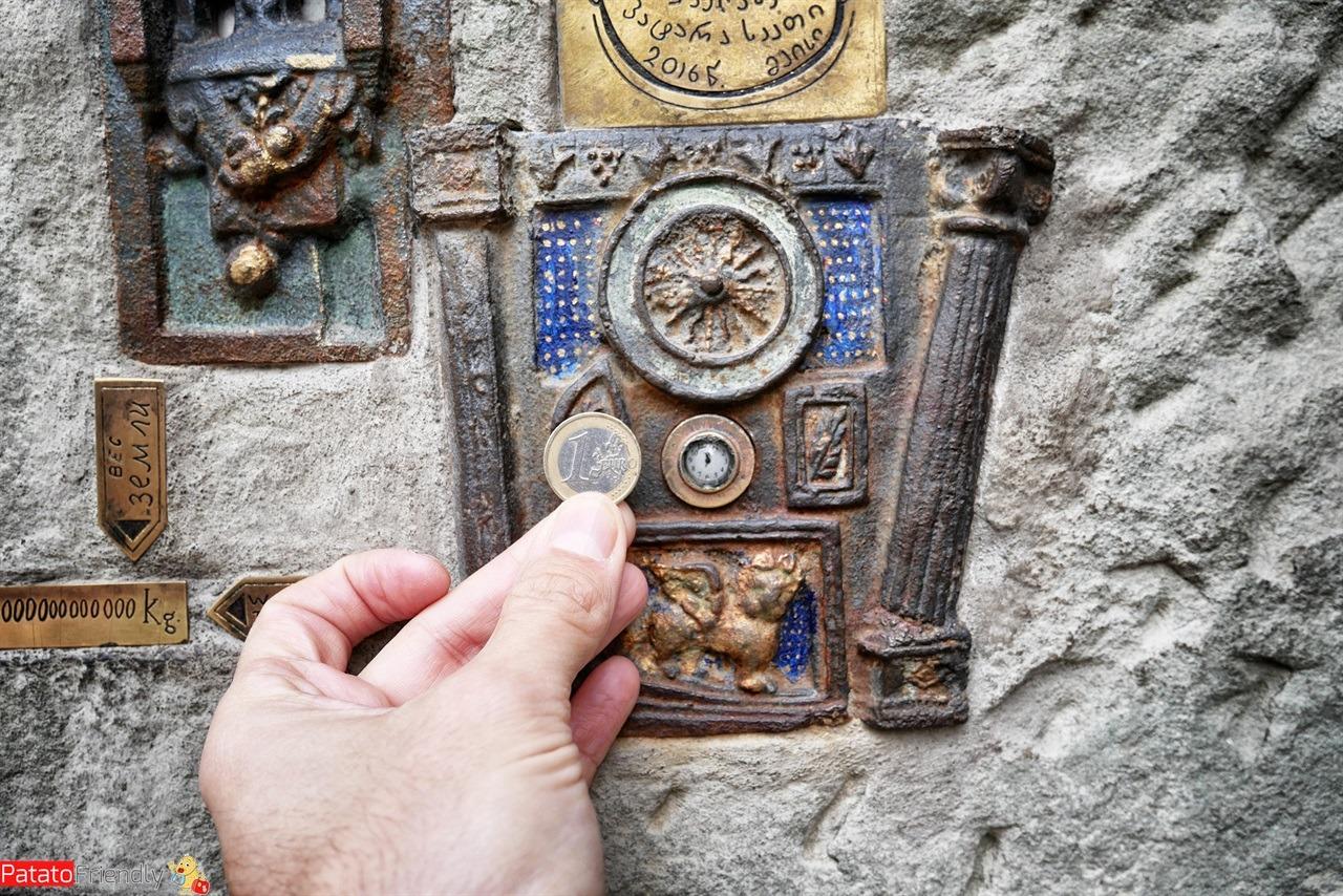 [cml_media_alt id='16537']L'orologio più piccolo del mondo a Tbilisi[/cml_media_alt]