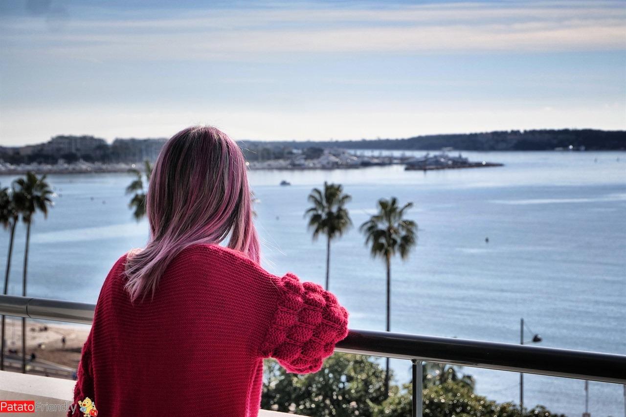 La vista dalla stanza del Barriére Le Majestic sul mare di Cannes