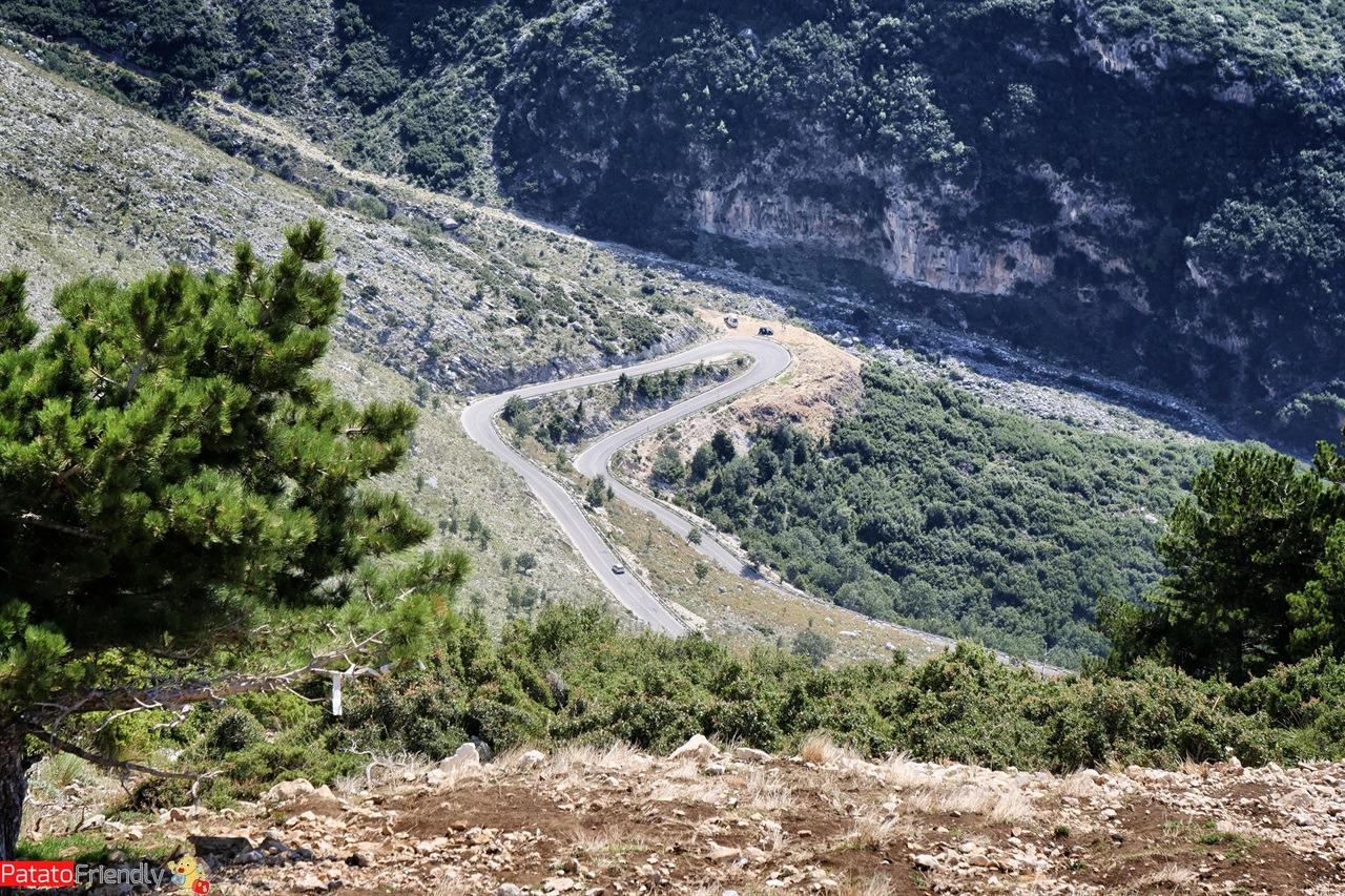 Salire al Passo del Llogara in Albania del sud