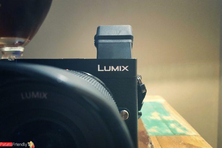 Recensione Panasonic GX9 - La mirrorless per la street photography - Il mirino tiltabile
