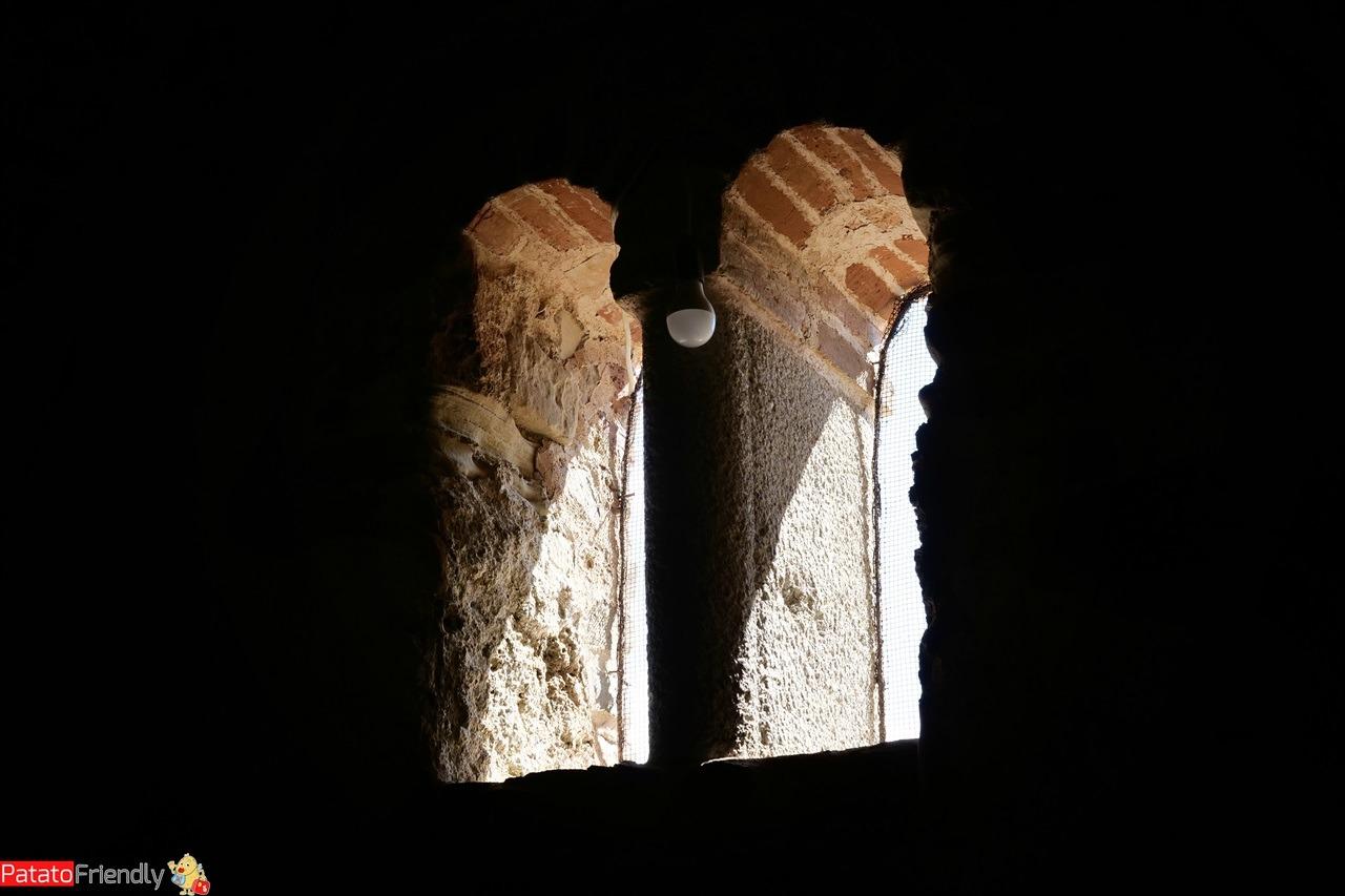 L'interno della chiesa di kepi i Rodonit vicino a Durazzo