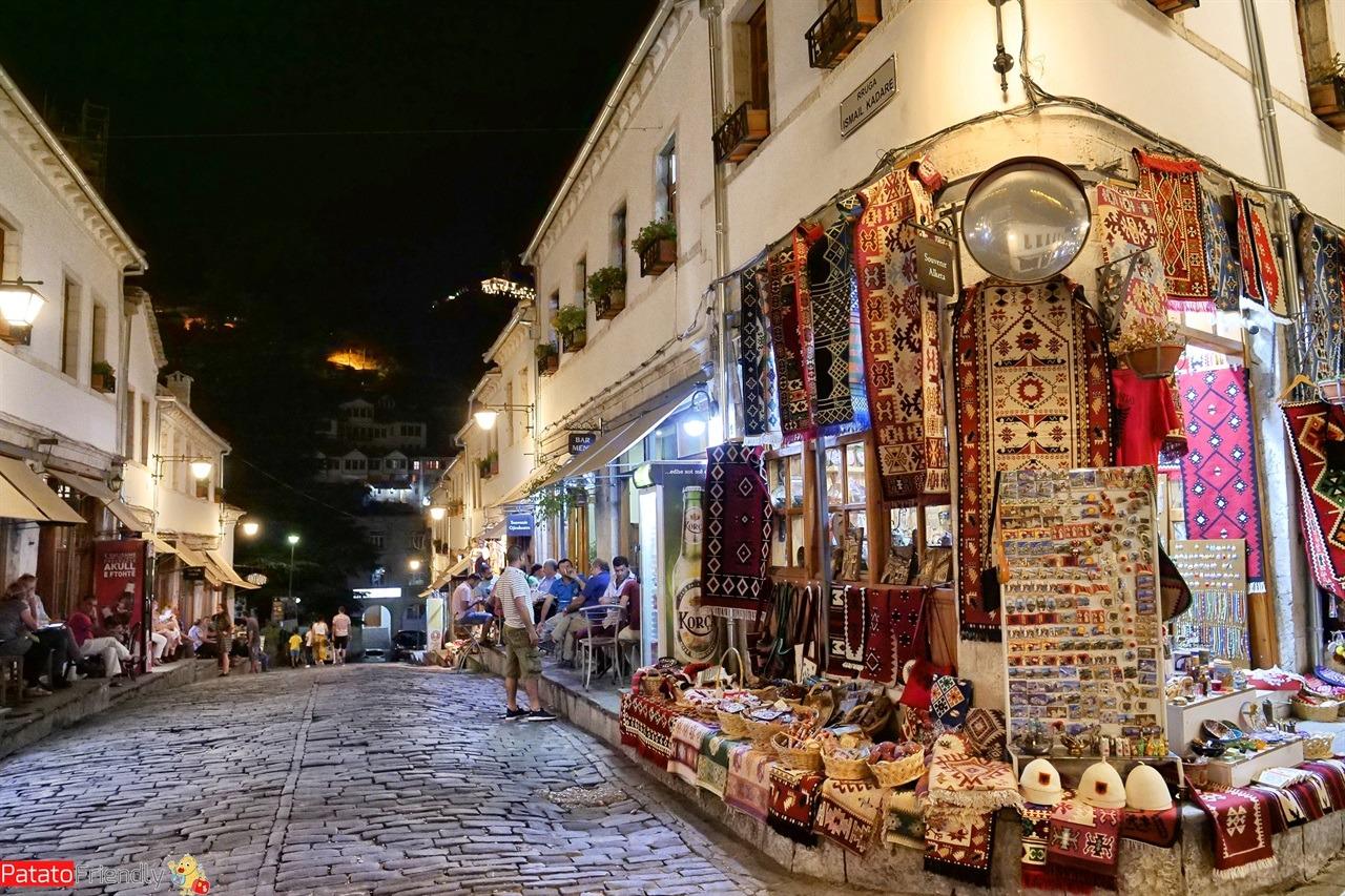 Argirocastro in un giorno - Il bazar in notturna