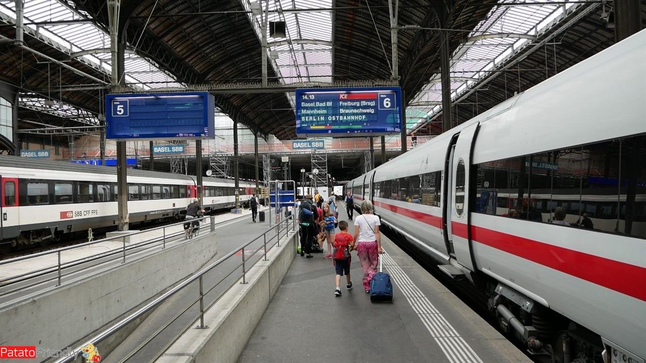 treno in stazione a Friburgo