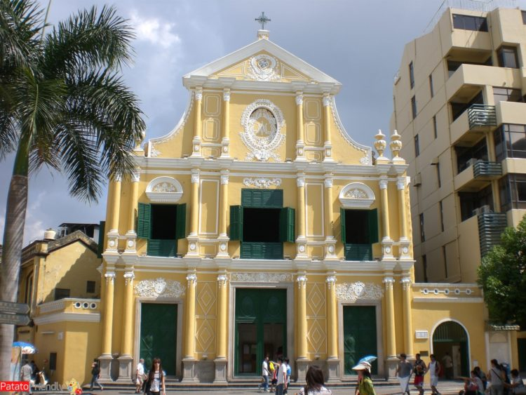 facciata di una chiesa portoghese nel centro storico di Macao